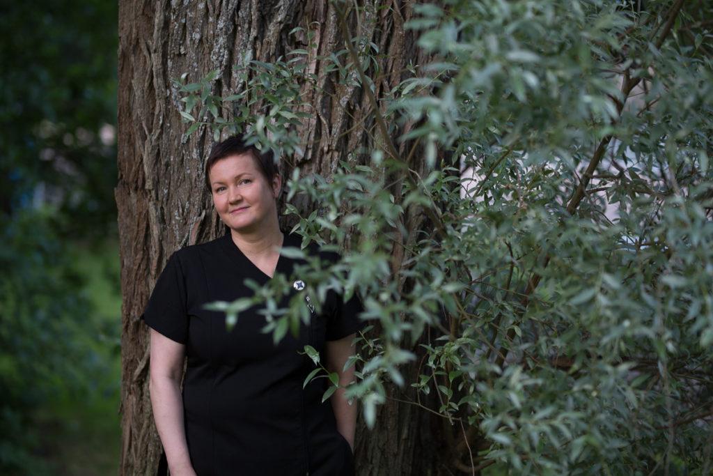 Kuvassa on Natural Boogie -hoitolan yrittäjä Marja Lammentausta.